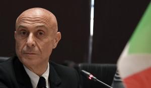 """Minniti, le fake news e il """"bottone rosso"""""""