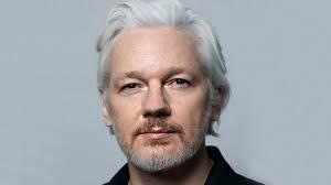 La corona di ferro: Assange al tribunale della Regina